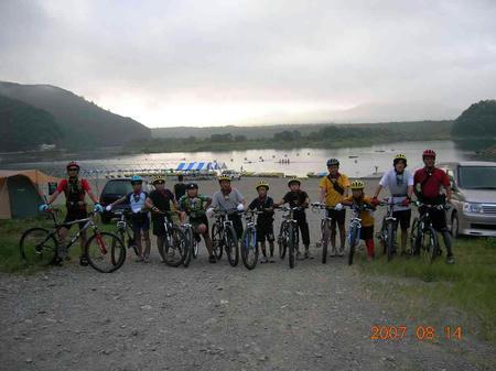 精進湖の朝
