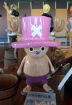チョッパーの耳が帽子の外に出ていることに驚いていた友人。