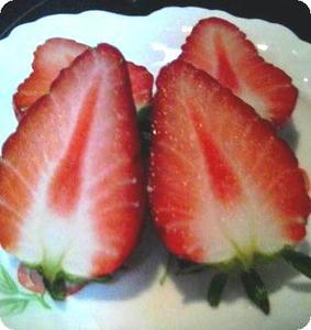 苺を切ってみました