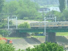 多摩川鉄橋を快走する南武線