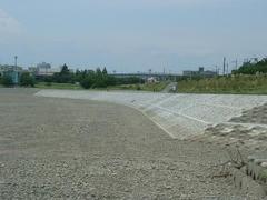 完成した多摩川の護岸