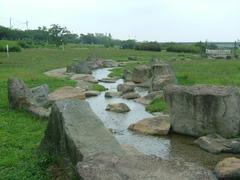 多摩川の河川敷・人工の小川