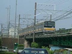府中本町駅に入線する205系