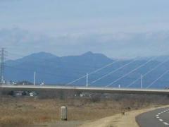 多摩川から見た雲取山