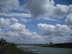 多摩川の空