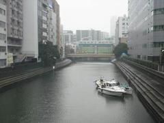 霊岸橋から日本橋川を望む