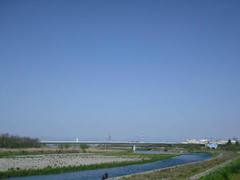 多摩川・紺碧の空