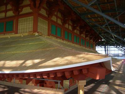 一層目の屋根と二層目
