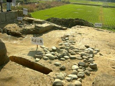 南門と参道及び築地塀跡