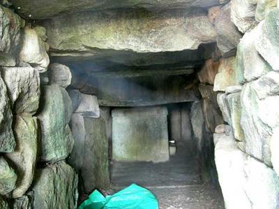 大念寺古墳石室内