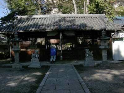 拝殿の前の狛犬