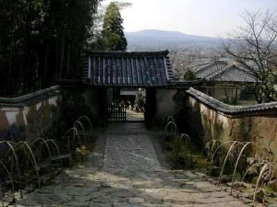 山門を見る