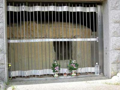 石棺に見えますが、これが石郭です。
