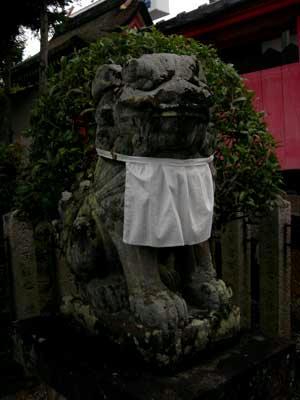 奈良の狛犬は涎掛けが好き?