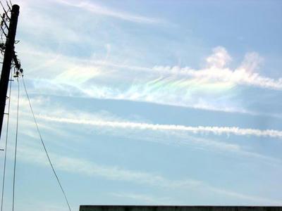 タイトルとは関係ない虹色の雲
