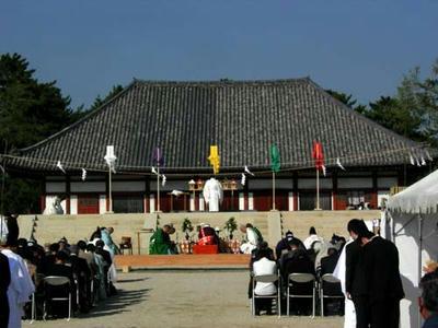 仮金堂の前の基壇