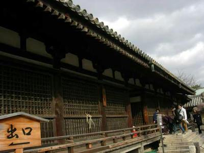 「絵殿」「舎利殿」共に、「夢殿」の北側にあります。