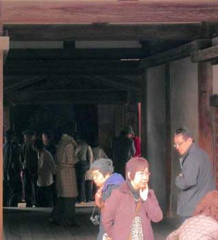 この奥に見えているのが、御堂の入り口です。