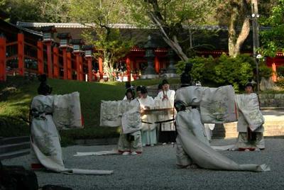 東遊の駿河舞……というやつですね。