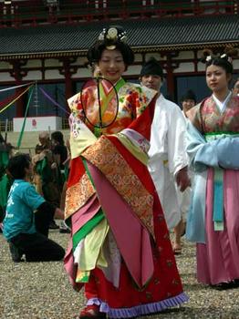 光明皇后役は今年のミス奈良です。