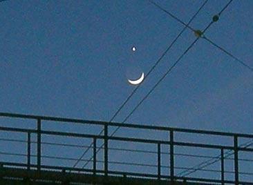 弓張り月と明星