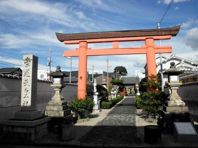 奈良市西紀寺町 崇道天皇社