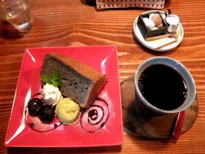 黒ゴマのシフォンケーキ!!
