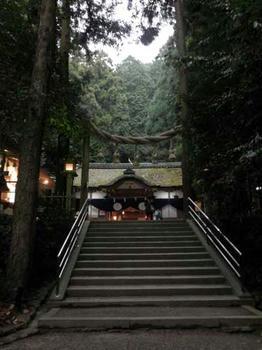 狭井神社の鳥居は注連縄