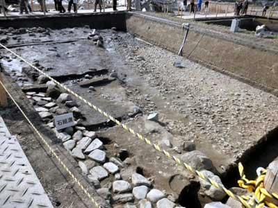 石敷きと建物の雨落ち溝?