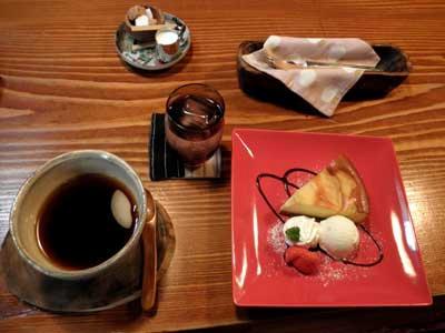 今日も内容と関係なく、カフェことだまのケーキセット(^^ゞ