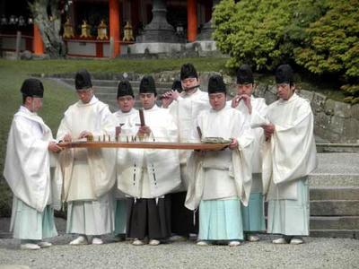 楽人は春日大社の神職さんたちです。