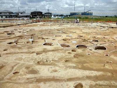飛鳥時代の掘立柱建物に切られる古墳時代の竪穴式住居