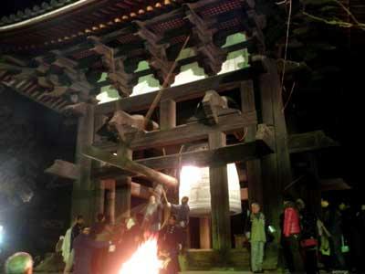 東大寺鐘楼の除夜の鐘