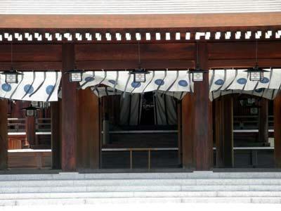 ほぼ意味なく、橿原神宮の内拝殿