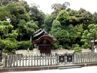 叡福寺の聖徳太子御廟です。
