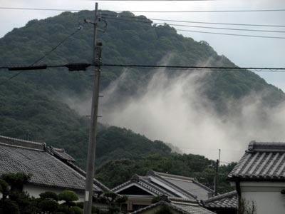 畝傍山から上る霧