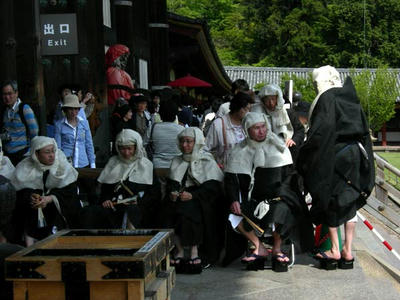 これは東大寺で会った僧兵スタイルの人たち