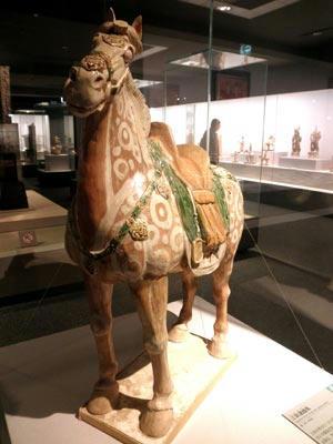 これは明器、唐三彩の駿馬