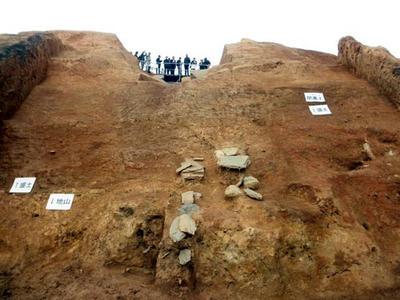 東石室開口部土層および閉塞土の残存状況