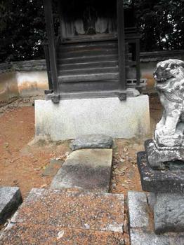 素盞鳴命神社の踏石