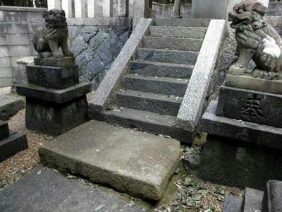 ヤタガラス神社の踏み石
