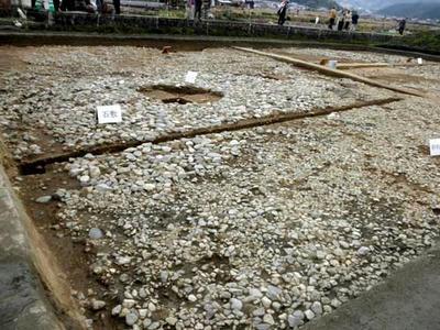石敷と砂利敷の部分に分かれます。