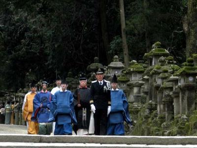 慶賀門に向かう勅使