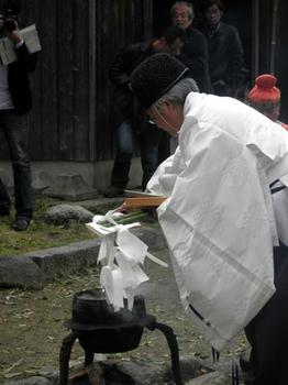 飛鳥坐神社の飛鳥宮司さんが執り行います。