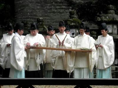 歌方も神職さんが勤めます。