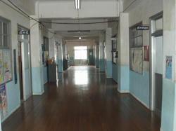 祝島小学校廊下
