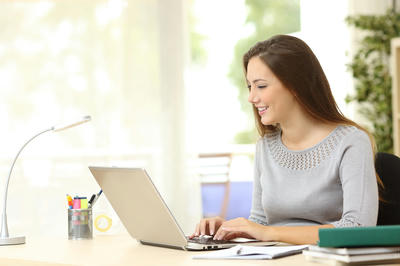Tư thế ngồi làm việc đúng tránh đau lưng ở dân văn phòng