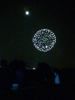 月と花火2