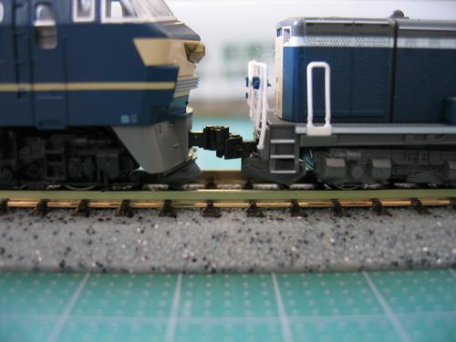 EF66前期形とDD51JR貨物A更新車の連結面