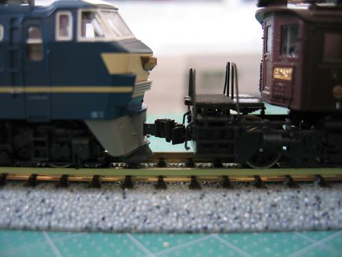 マイクロの機関車にKATOナックルを装着